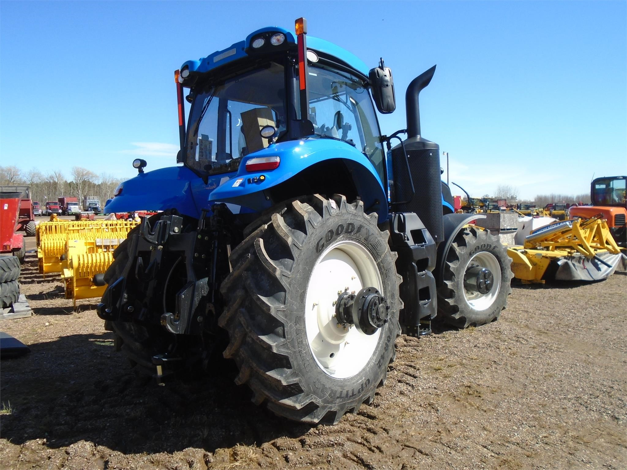 Detail photo of 2017 New Holland T8.410 from Construction Equipment Guide