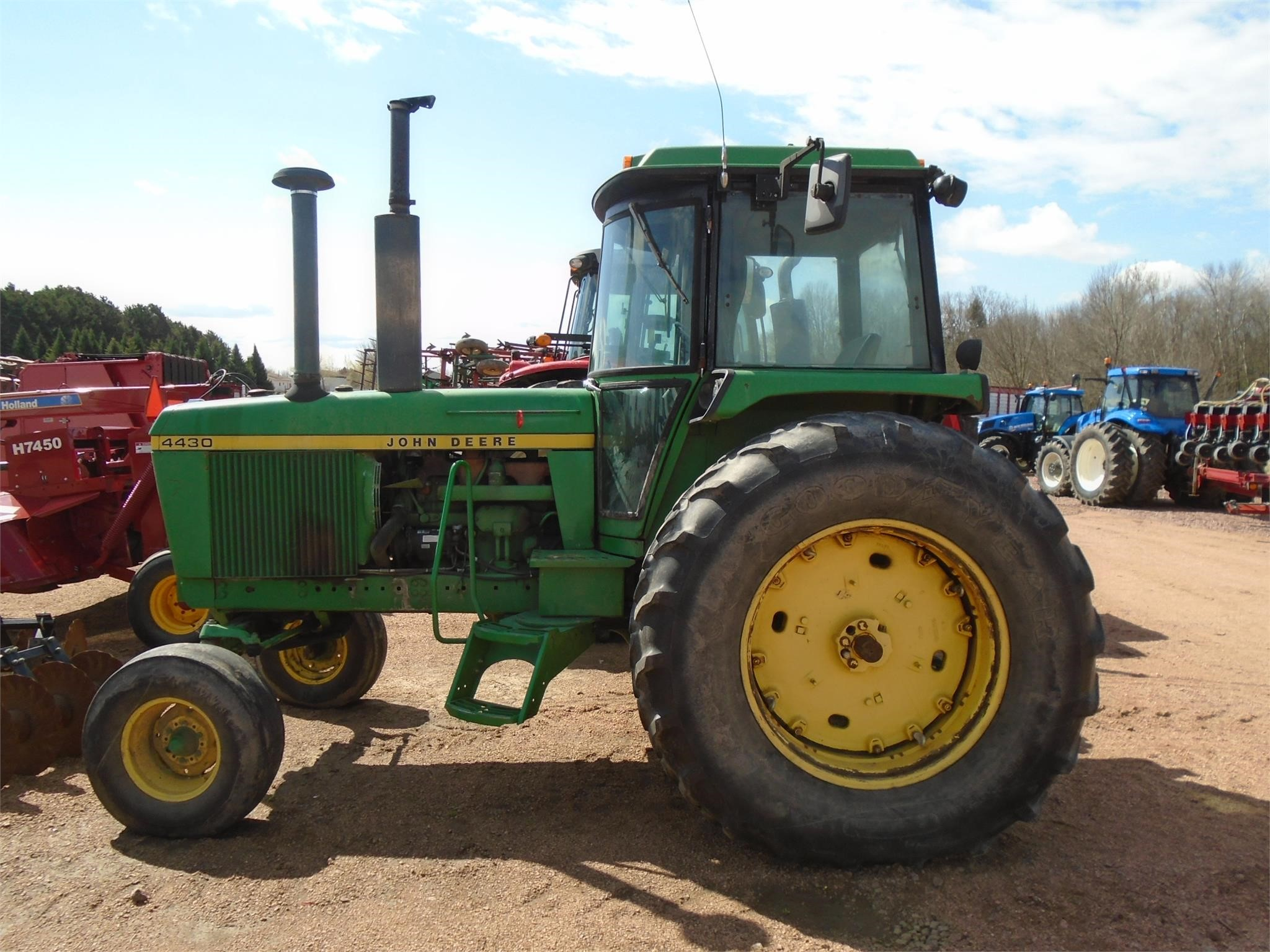 Detail photo of 1975 John Deere 4430 from Construction Equipment Guide