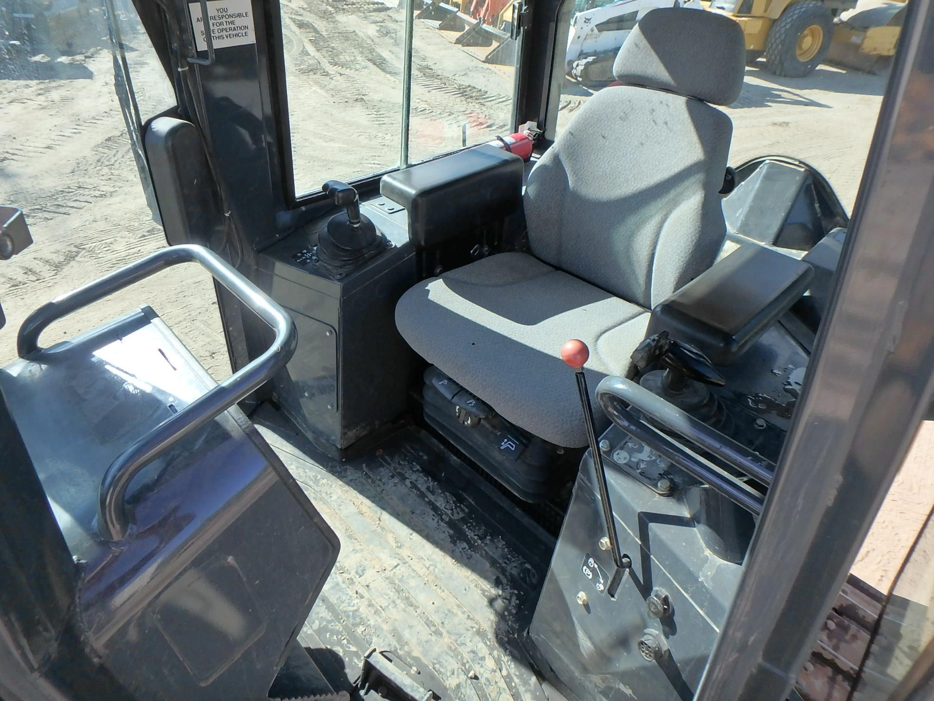 Detail photo of 2011 John Deere 550J LT from Construction Equipment Guide