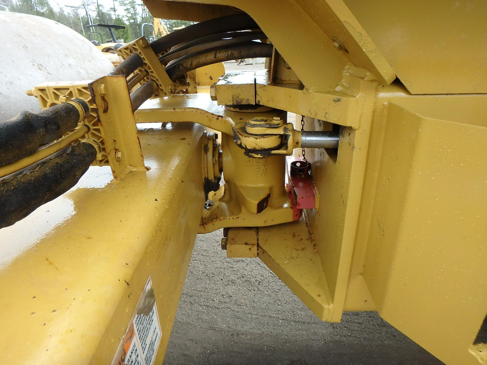 Detail photo of 2007 Caterpillar CP433E from Construction Equipment Guide
