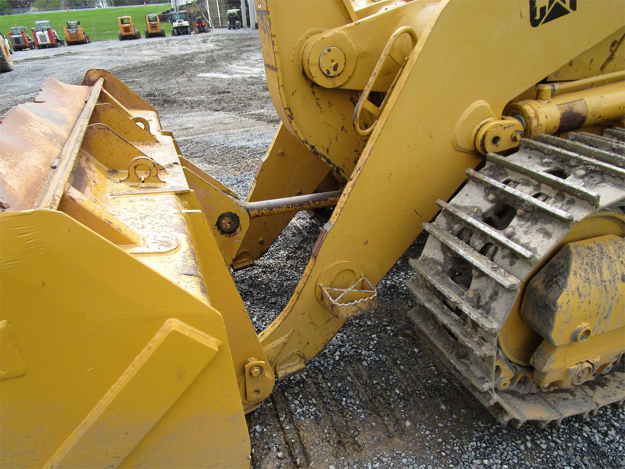 Detail photo of 2004 Caterpillar 963C WH from Construction Equipment Guide