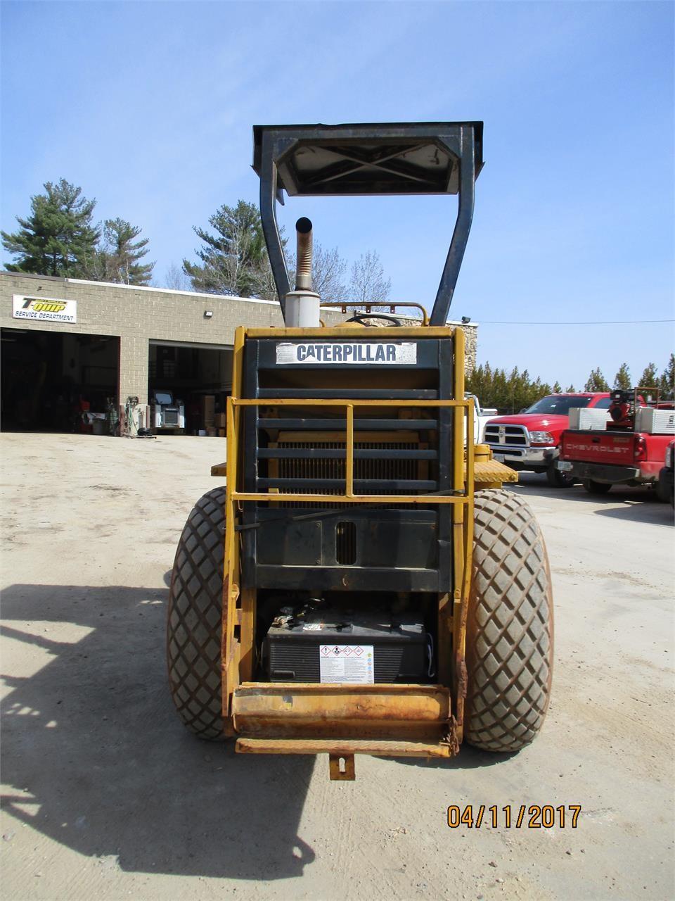 Detail photo of 1988 Caterpillar CS-433B from Construction Equipment Guide