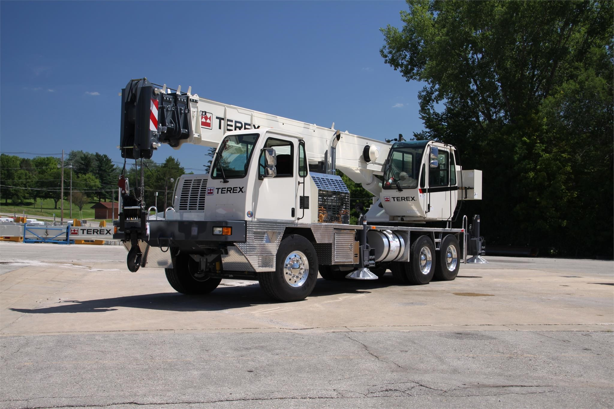 Detail photo of 2017 Terex T 340-1XL from Construction Equipment Guide
