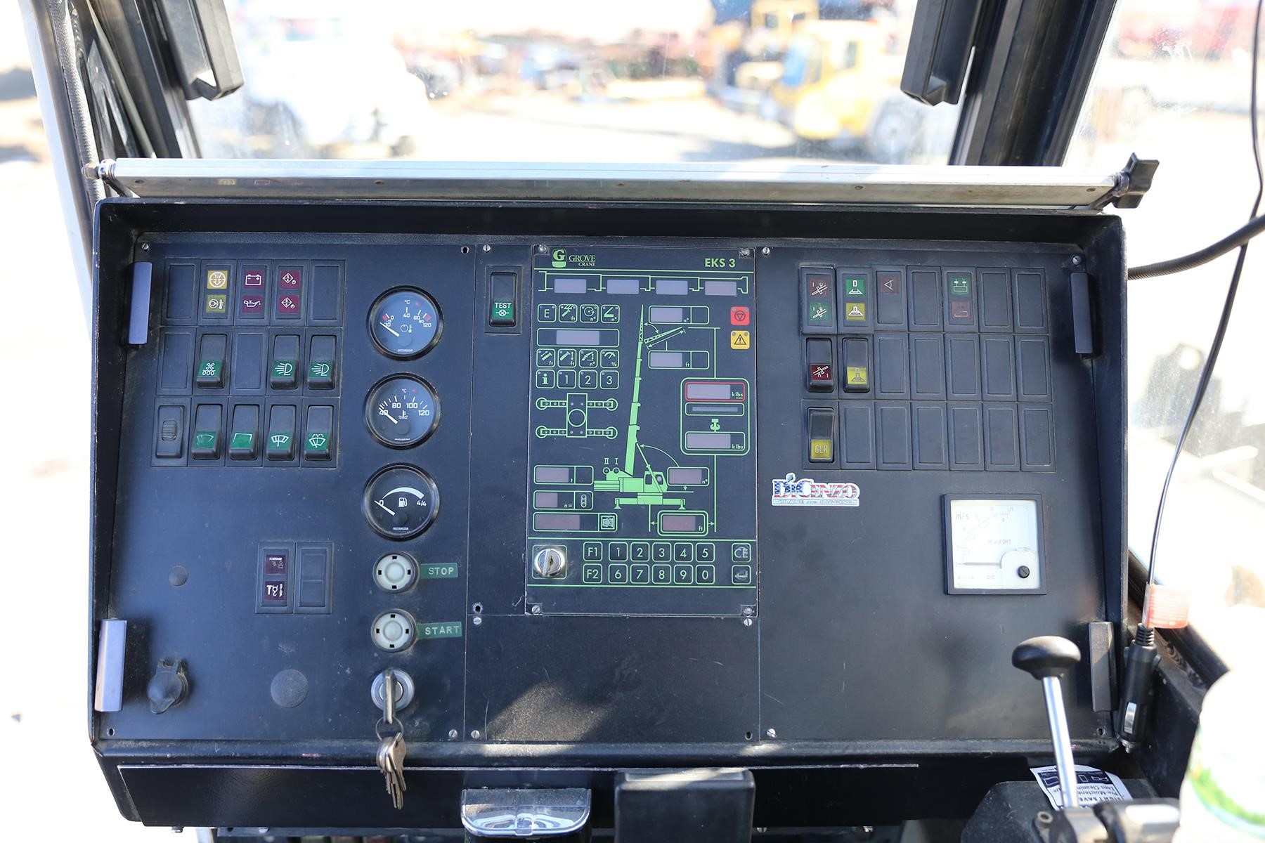Detail photo of 1998 Grove GMK5175 from Construction Equipment Guide