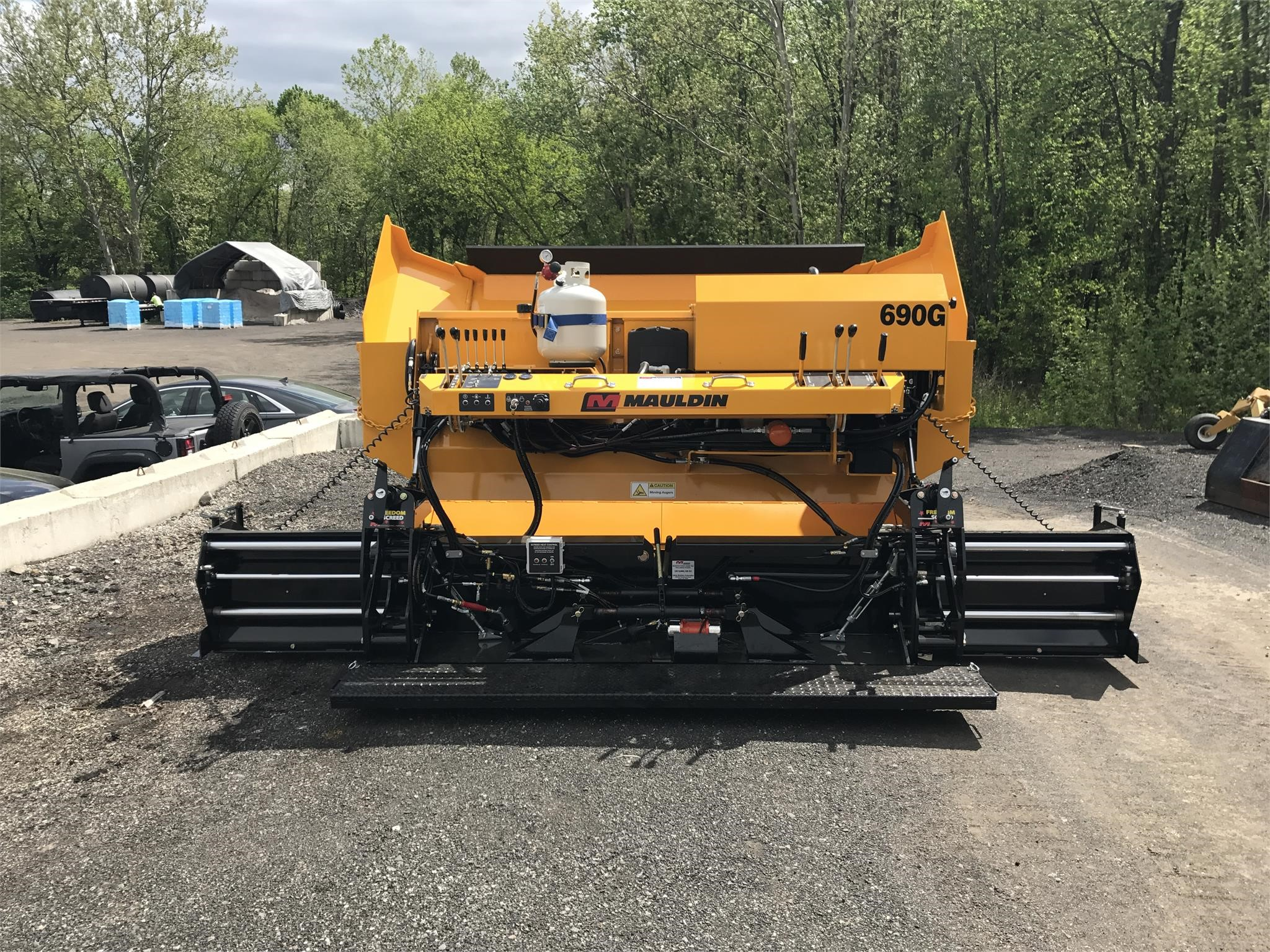 Detail photo of 2017 Mauldin 690G from Construction Equipment Guide