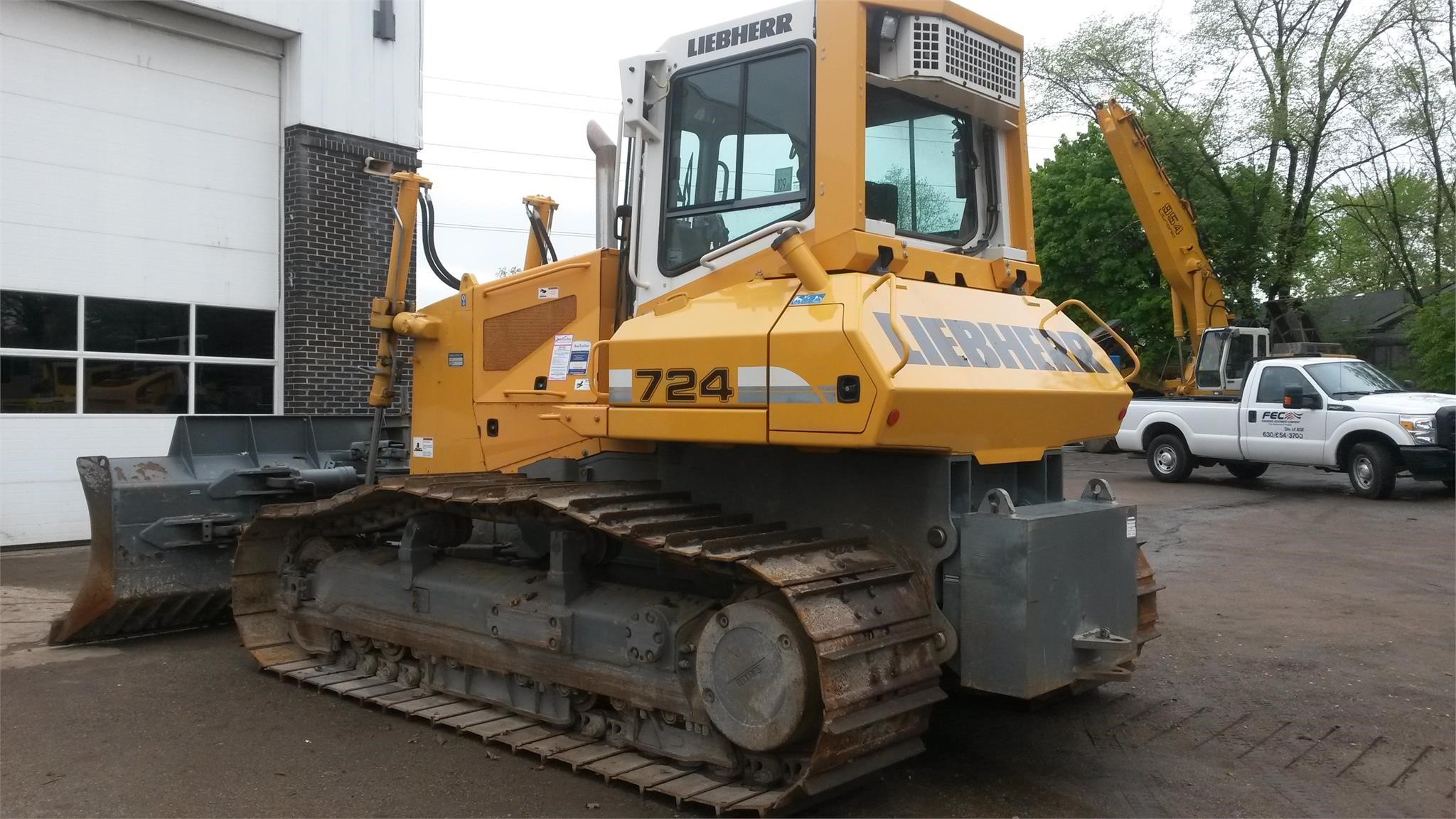 Detail photo of 2011 Liebherr PR724 from Construction Equipment Guide