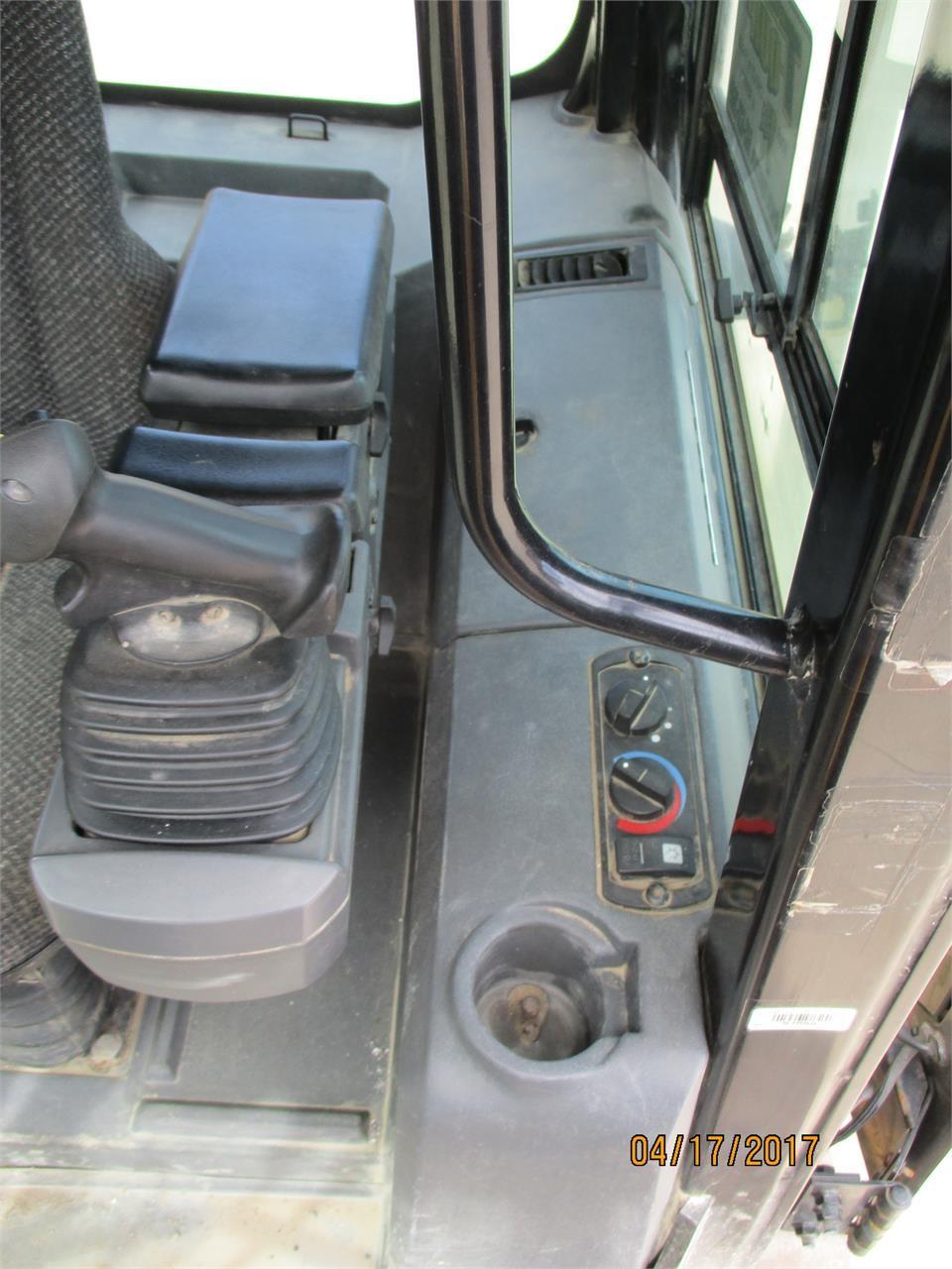 Detail photo of 2010 Caterpillar D4 XL II from Construction Equipment Guide