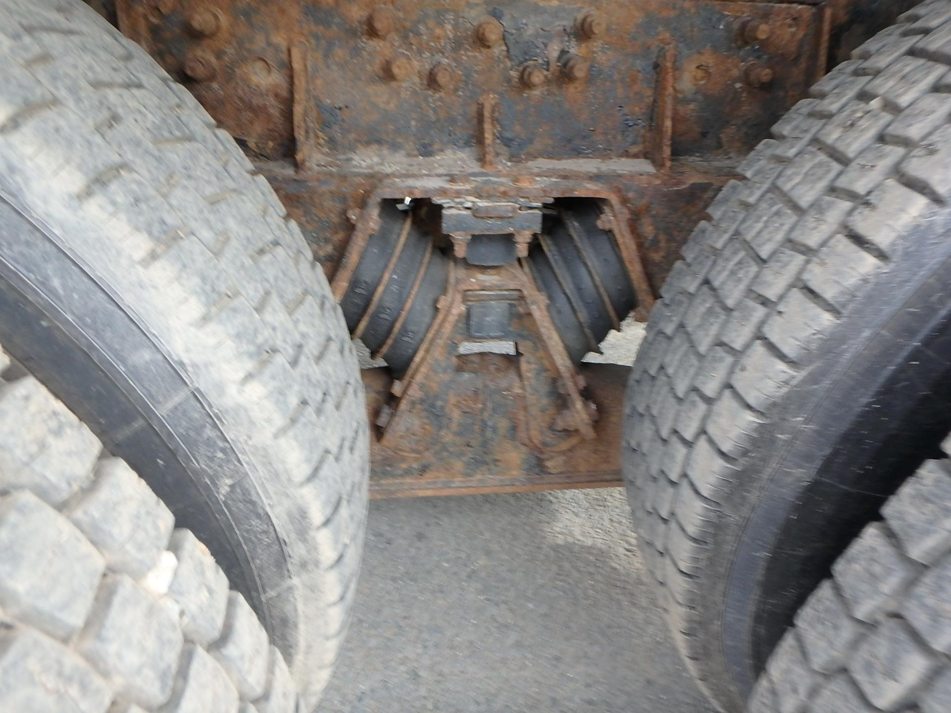 Detail photo of 2000 Mack RD688S from Construction Equipment Guide