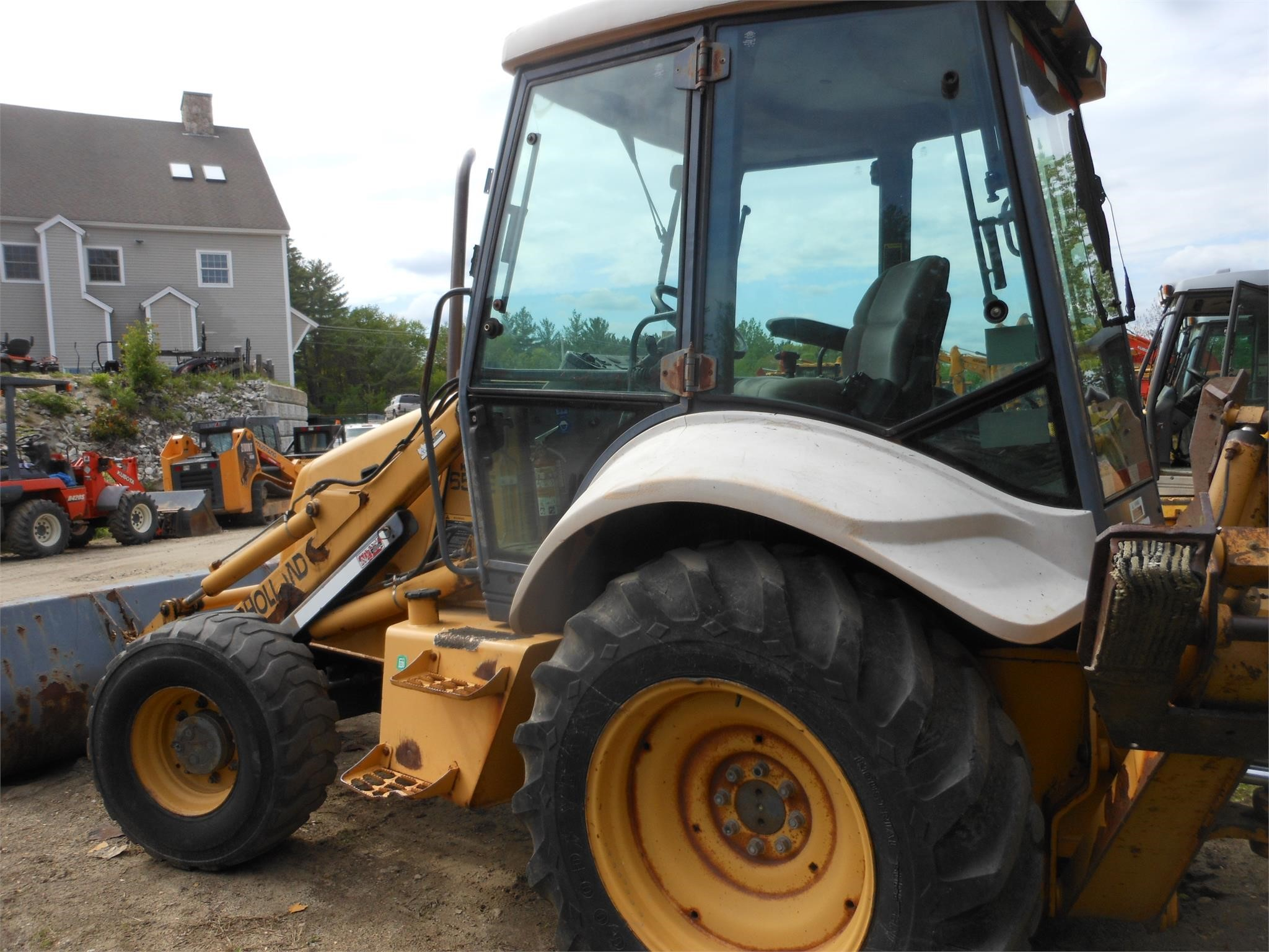 Detail photo of 1999 New Holland 655E from Construction Equipment Guide