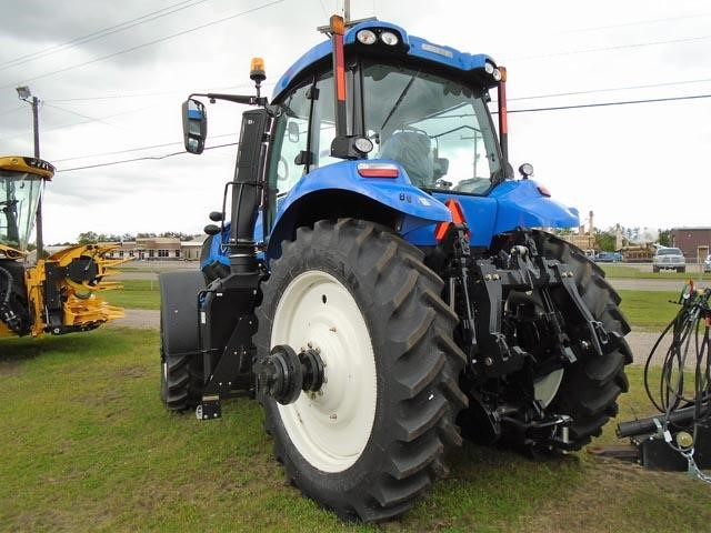 Detail photo of 2017 New Holland T8.320 from Construction Equipment Guide