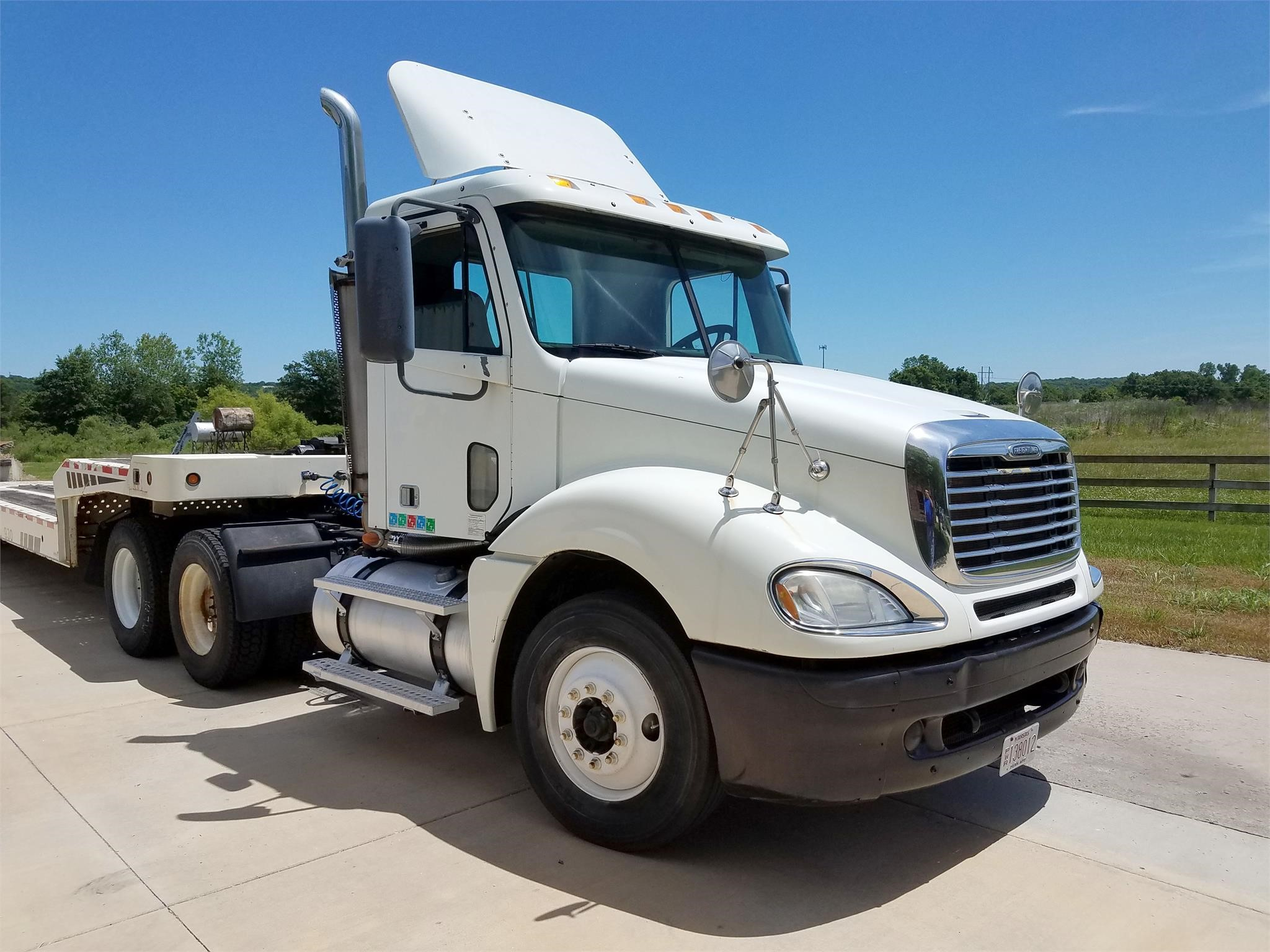Detail photo of 2007 FREIGHTLINER COLUMBIA 120 from Construction Equipment Guide