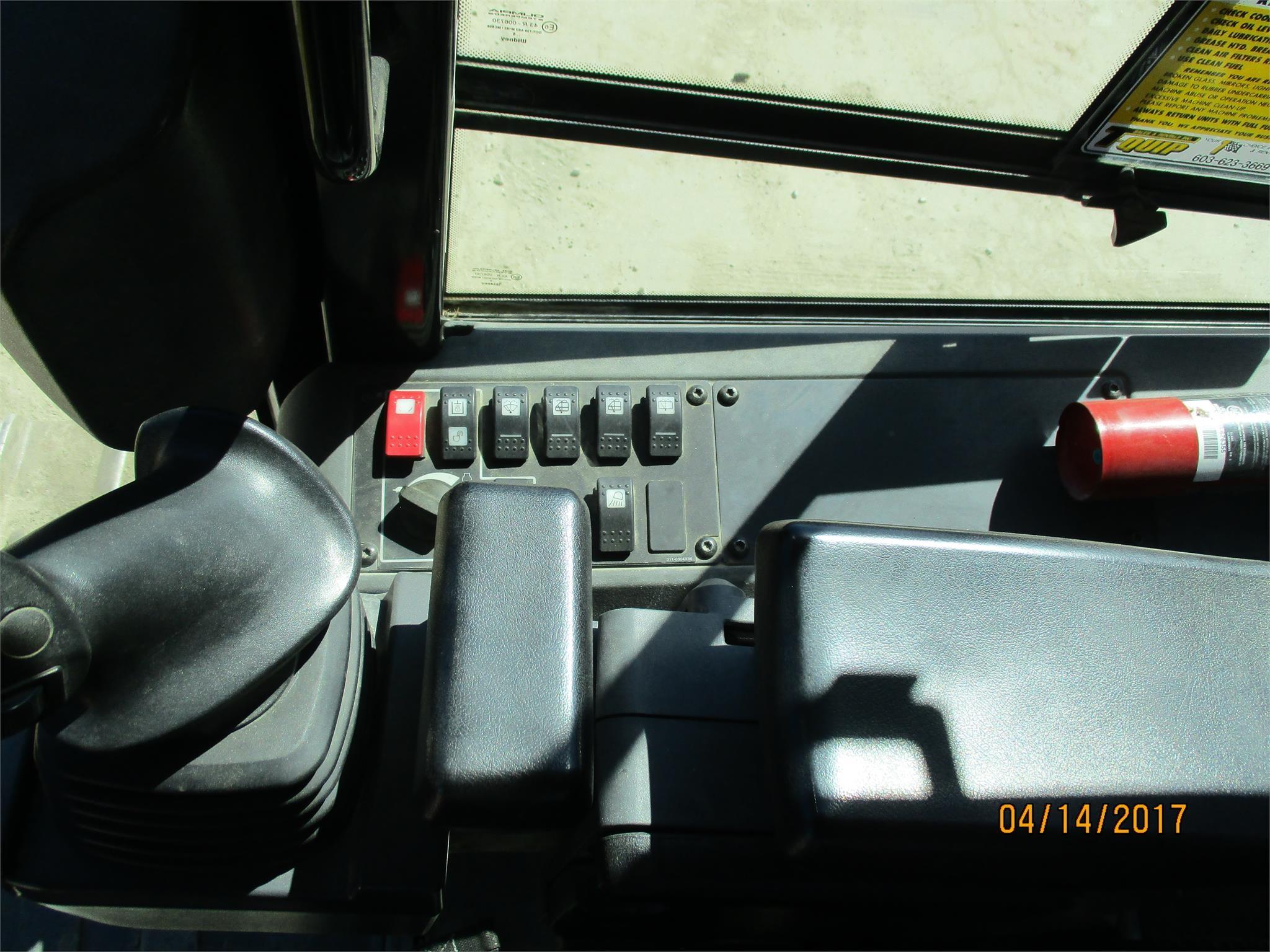 Detail photo of 2010 Caterpillar D5K XL from Construction Equipment Guide