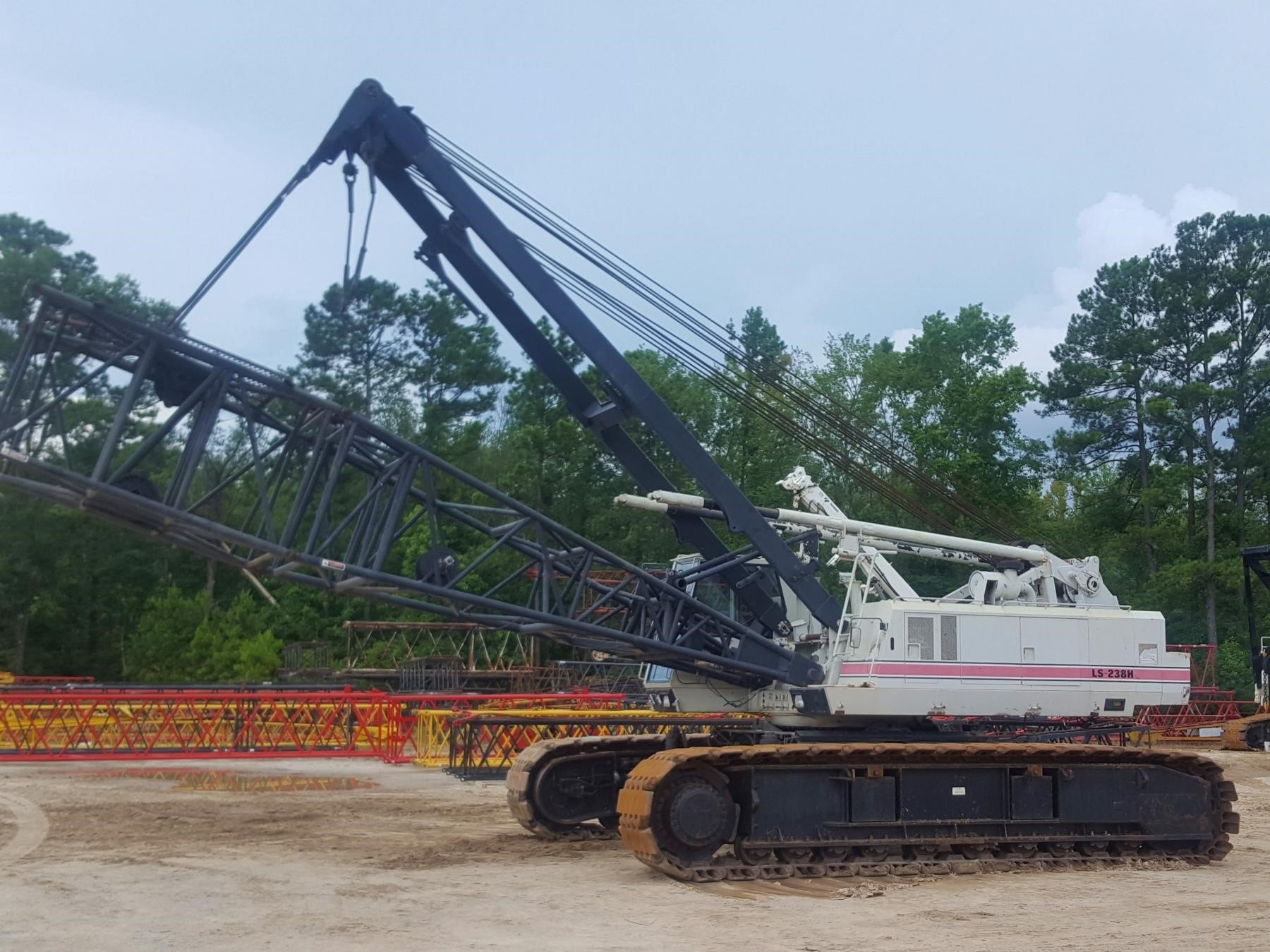 Detail photo of 1998 Link-Belt LS-238H from Construction Equipment Guide