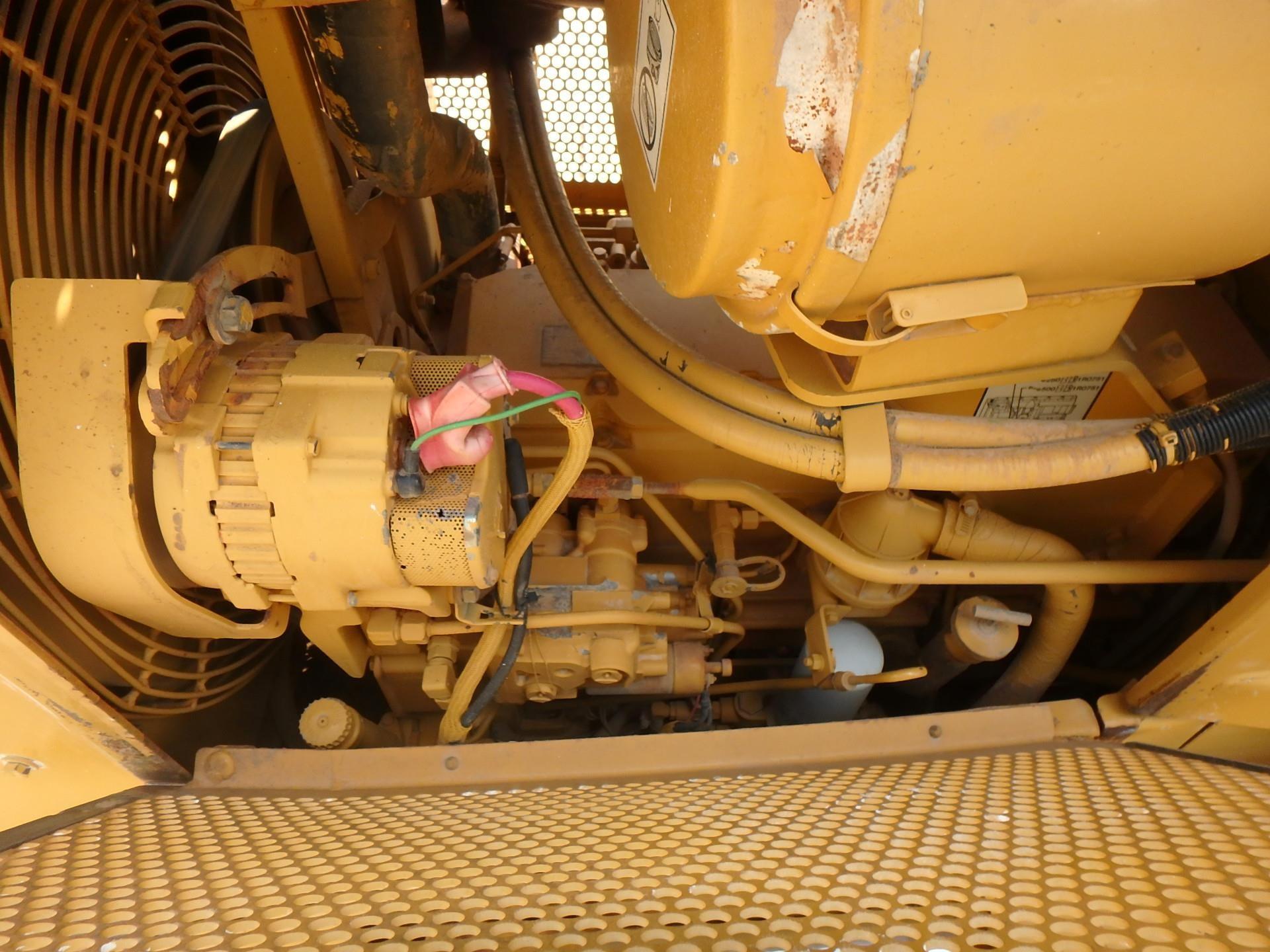 Detail photo of 2001 Caterpillar D5M LGP from Construction Equipment Guide