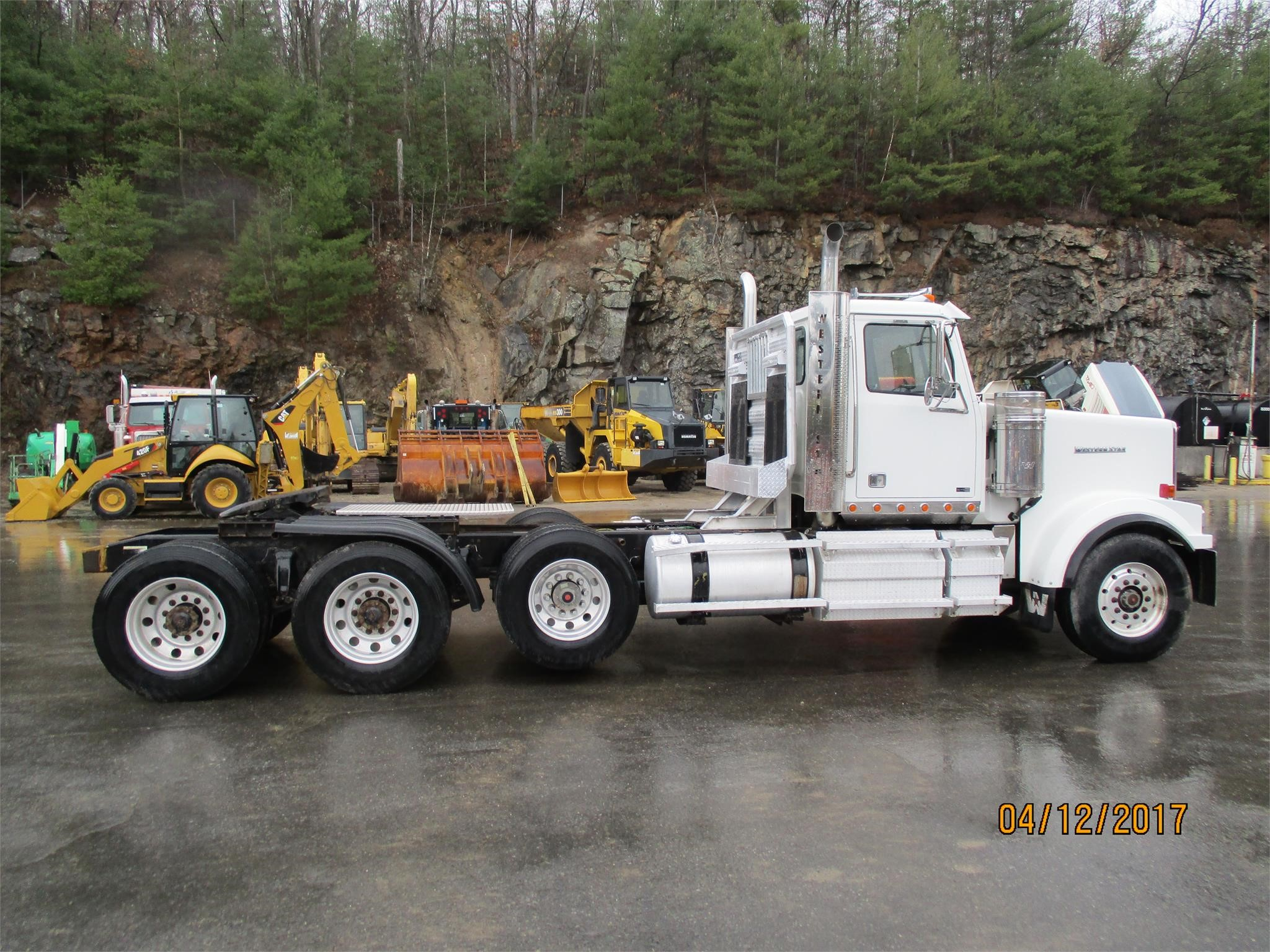 Detail photo of 2011 Western Star 4900EX from Construction Equipment Guide