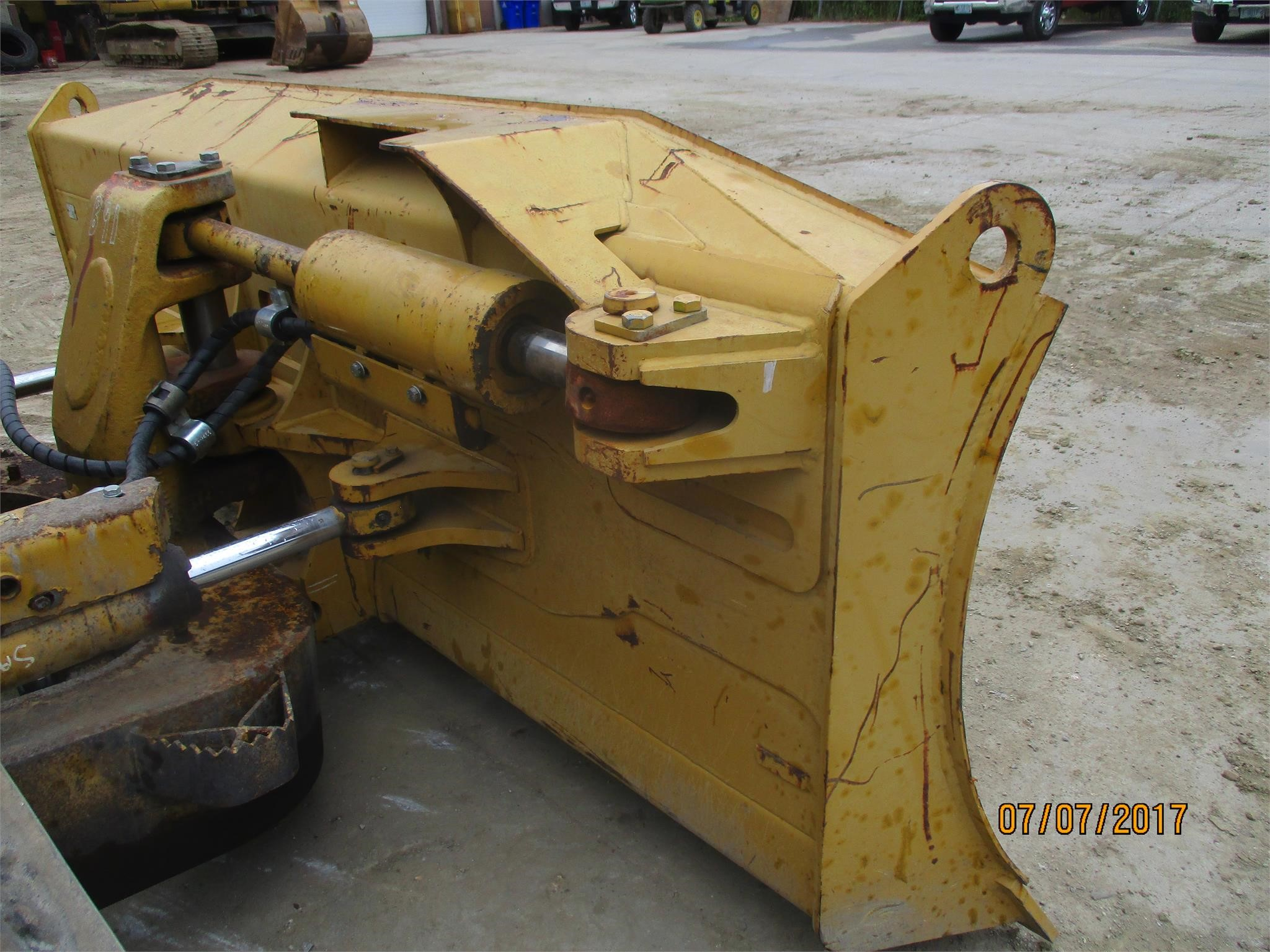 Detail photo of 2009 Caterpillar D6N XL from Construction Equipment Guide