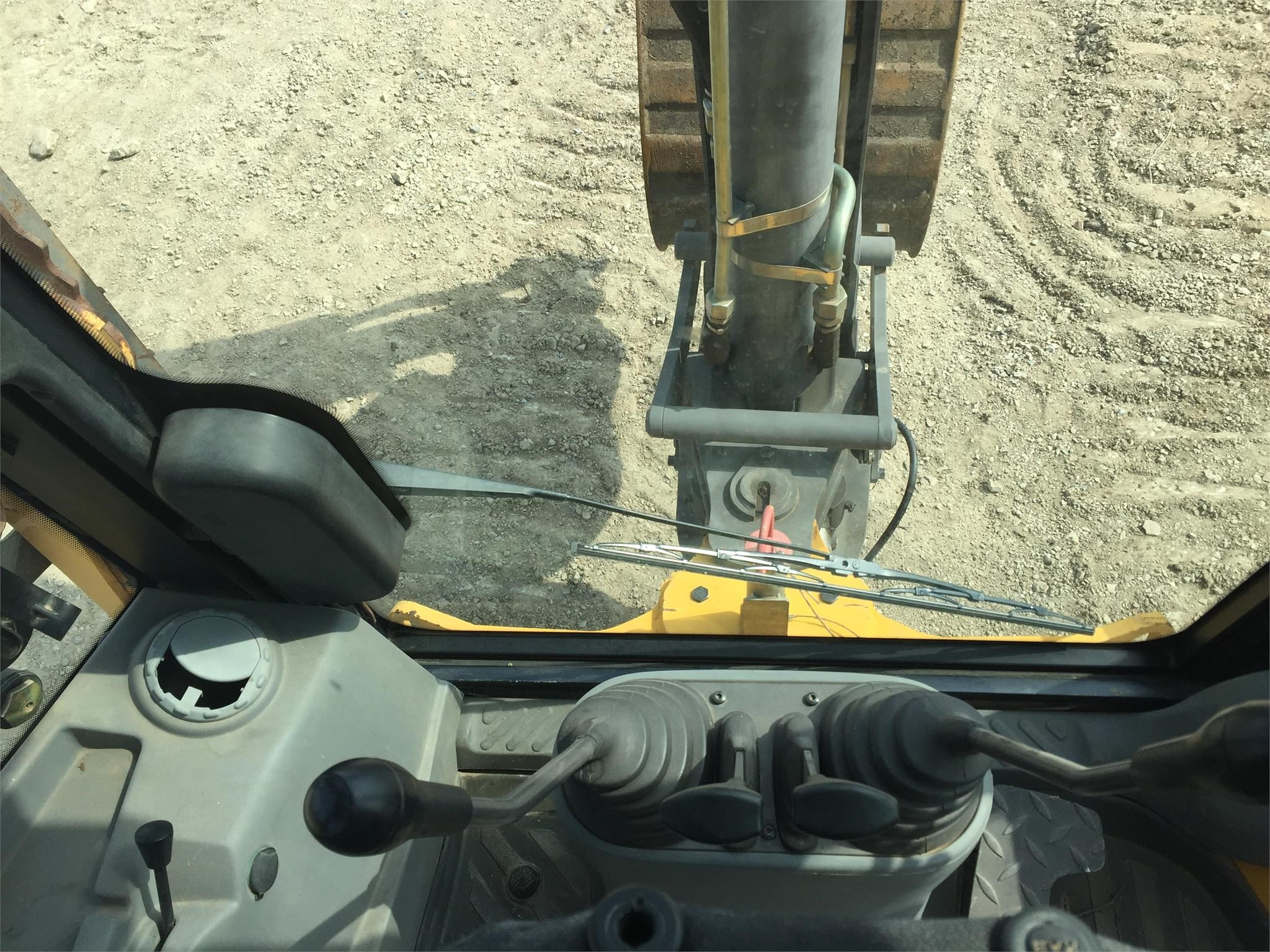 Detail photo of 2006 Volvo BL70 from Construction Equipment Guide