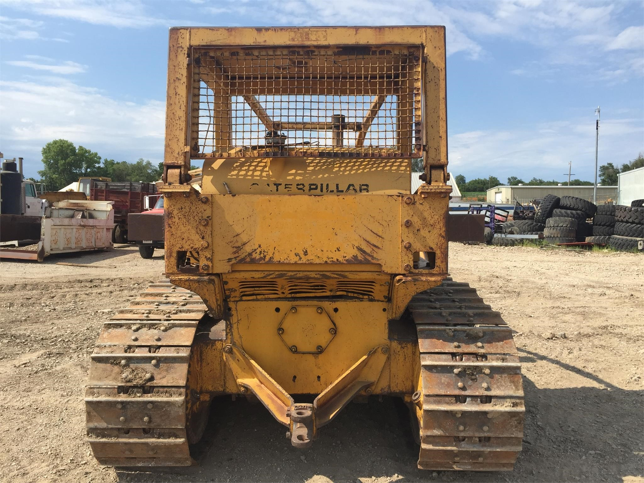 Detail photo of 1964 Caterpillar D6C from Construction Equipment Guide