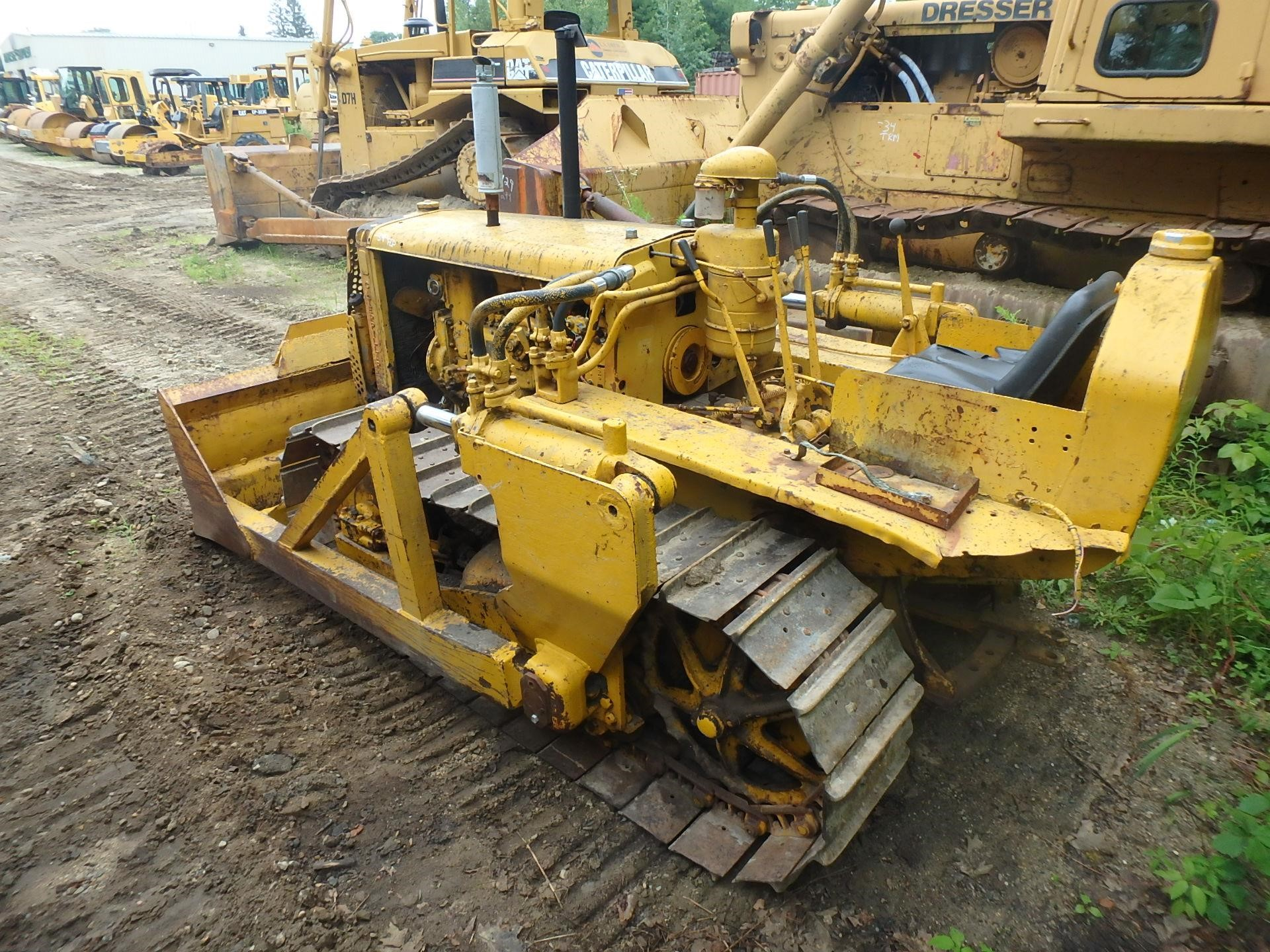 Detail photo of 1948 Caterpillar D2 from Construction Equipment Guide