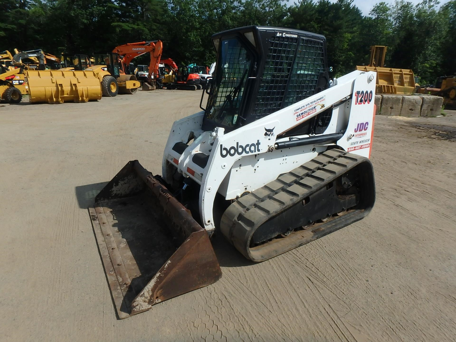 Detail photo of 2002 Bobcat T200 from Construction Equipment Guide