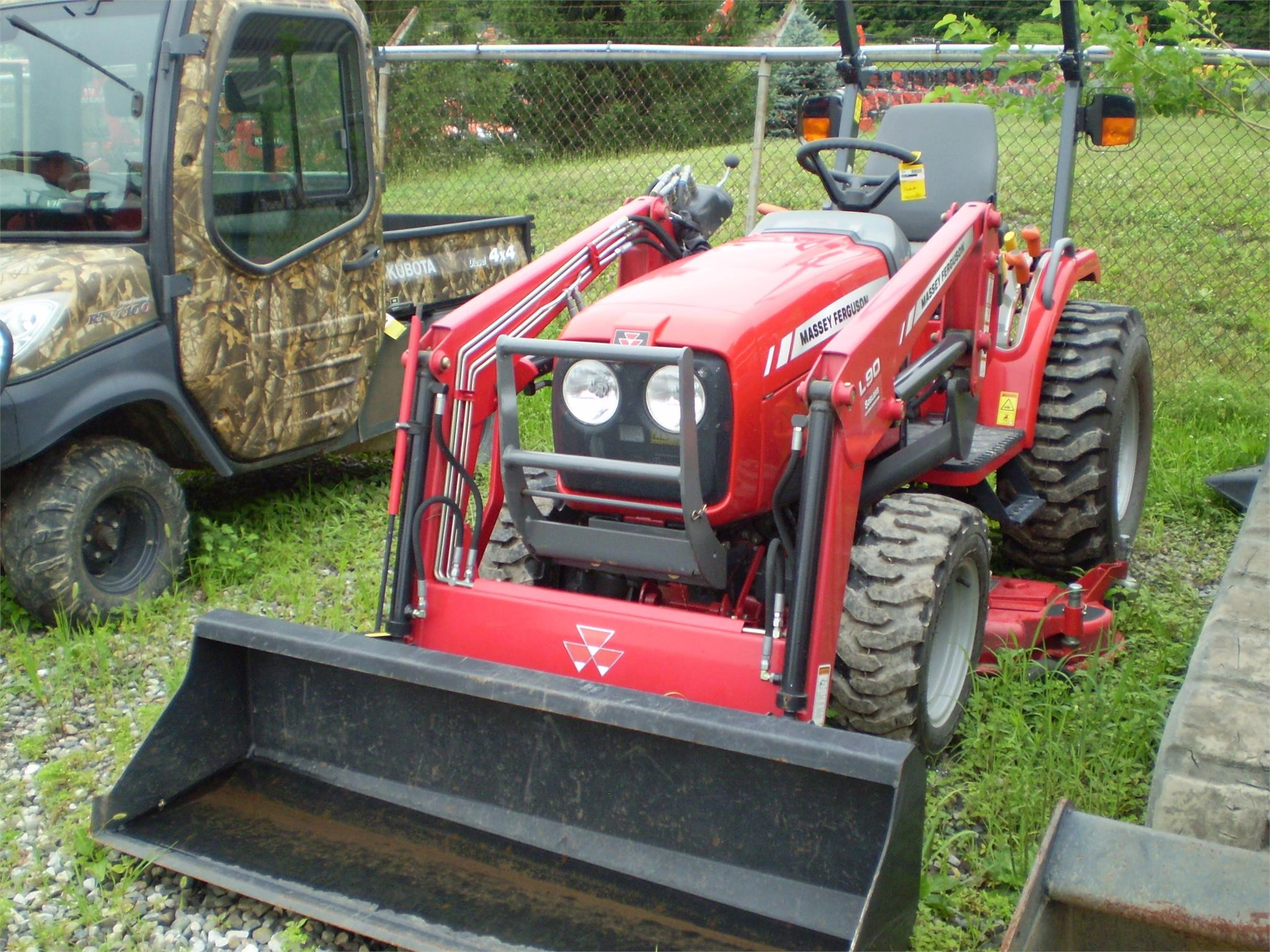 Detail photo of 2013 Massey Ferguson 1526 from Construction Equipment Guide
