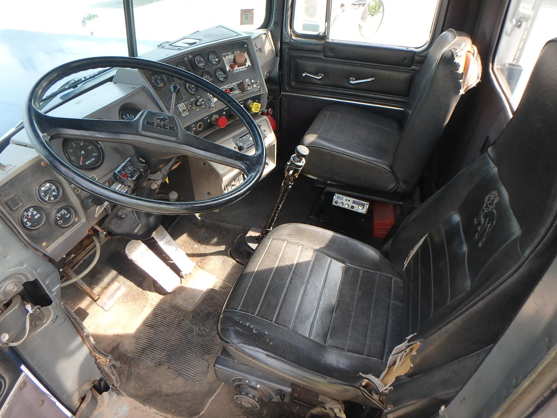 Detail photo of 1985 Mack SUPERLINER RW613 from Construction Equipment Guide