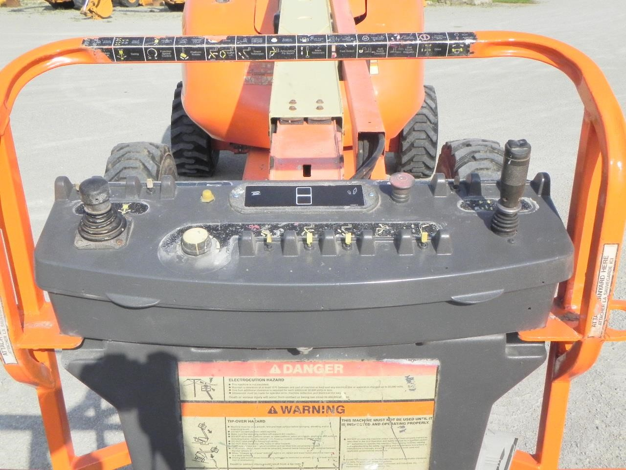 Detail photo of 2003 JLG 600A from Construction Equipment Guide