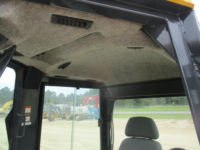 Detail photo of 2011 John Deere 550J LGP from Construction Equipment Guide