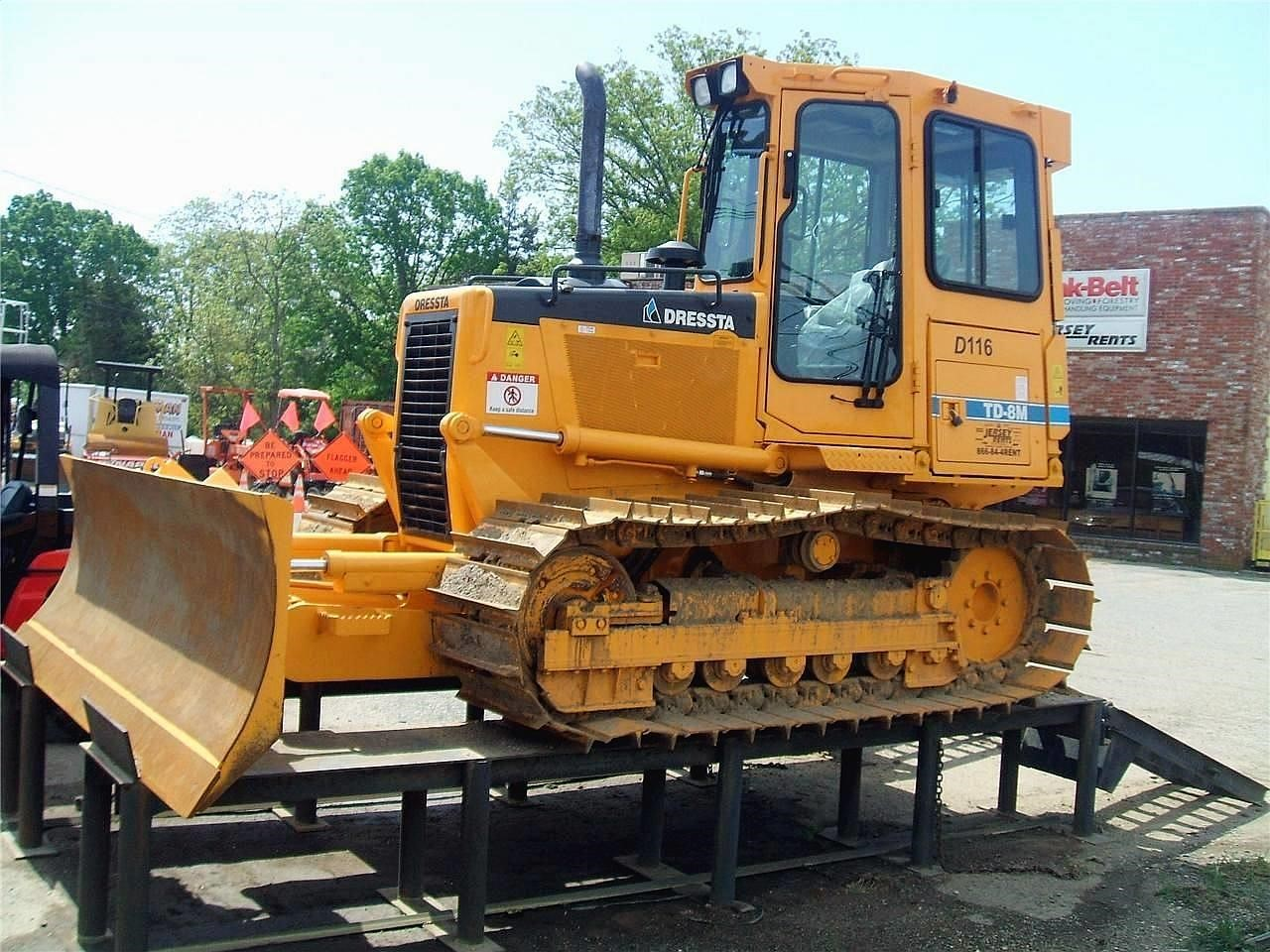 Detail photo of 2008 Dressta TD8M from Construction Equipment Guide