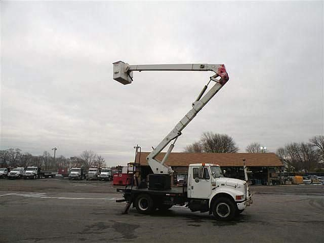 Detail photo of 1995 International 4700 from Construction Equipment Guide