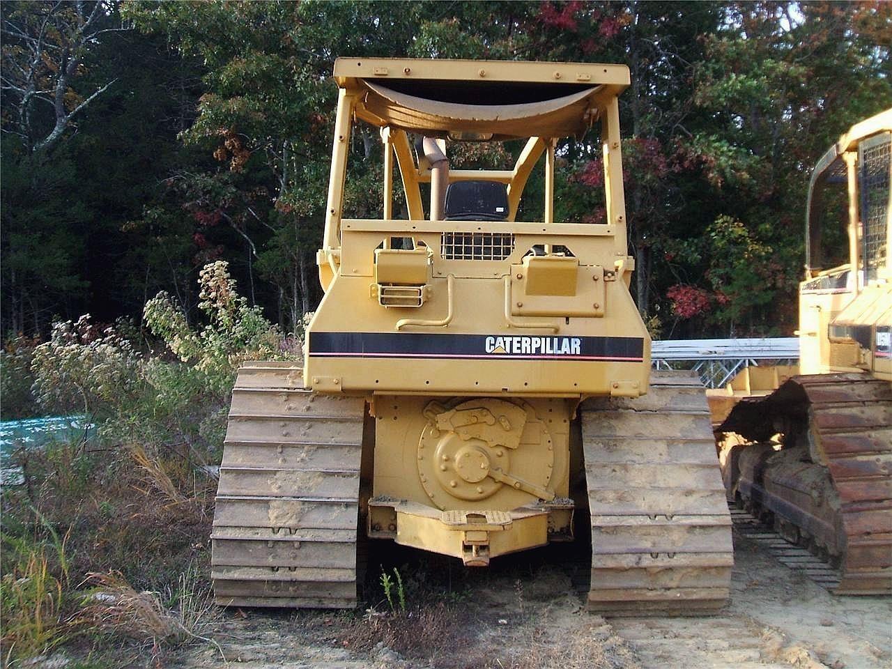 Detail photo of 1995 Caterpillar D4H LGP III from Construction Equipment Guide