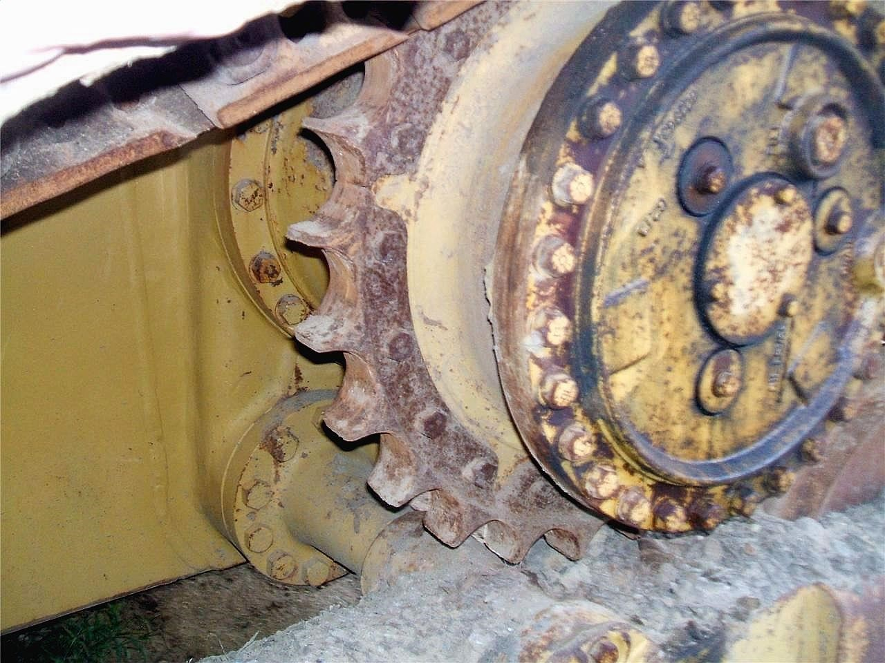Detail photo of 1996 Caterpillar D4H LGP III from Construction Equipment Guide