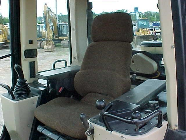Detail photo of 2000 Caterpillar 963C from Construction Equipment Guide