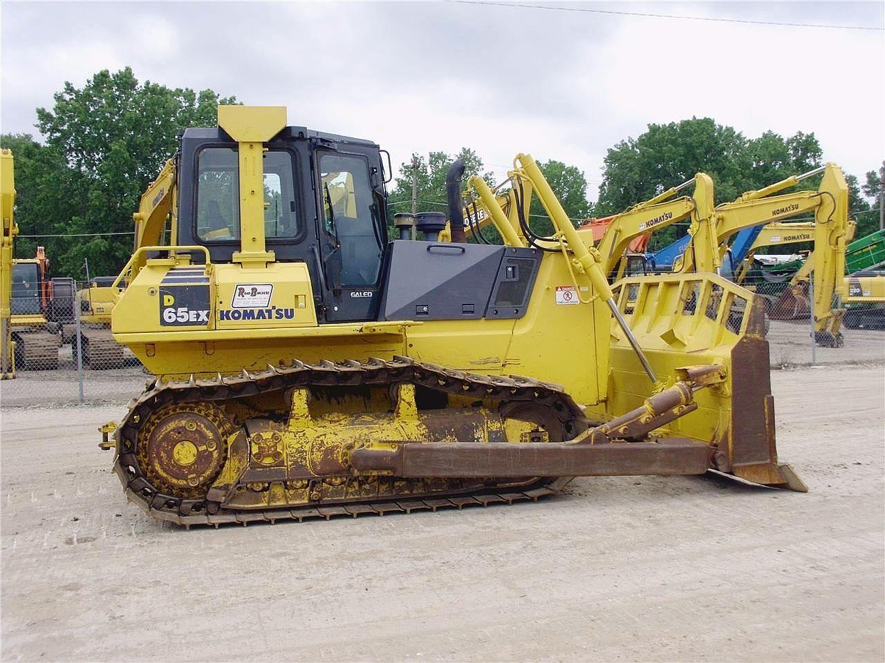 Detail photo of 2007 Komatsu D65EX-15E0 from Construction Equipment Guide