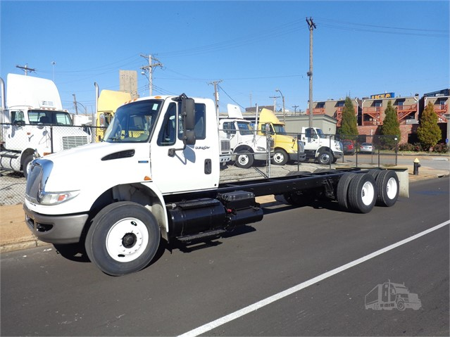 2009 INTERNATIONAL 4400 at TruckPaper.com