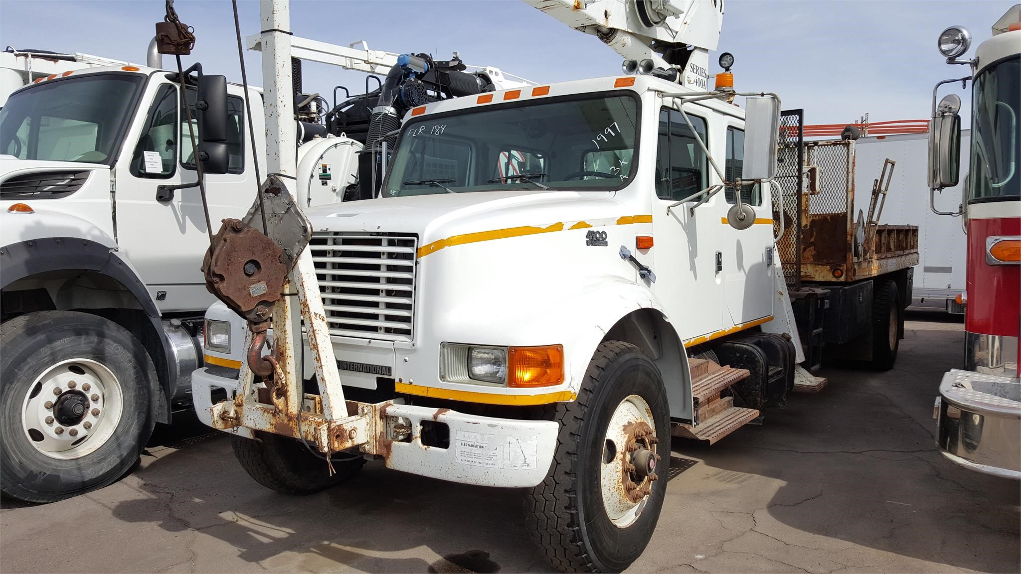 1997 NATIONAL 400A MOUNTED ON 1997 INTERNATIONAL 4900 For Sale in Phoenix,  Arizona