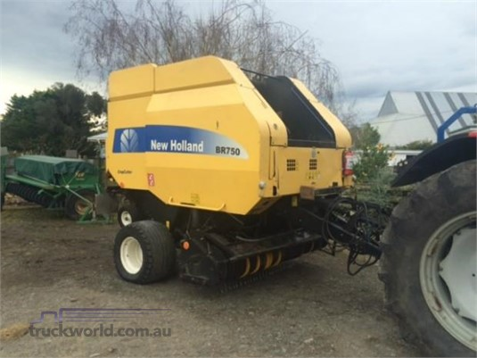 2005 New Holland BR750 Round Balers