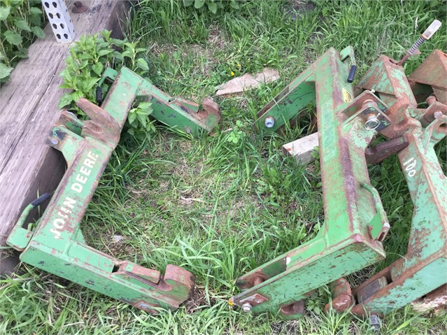 JOHN DEERE QUICK HITCH Hitch For Sale In Madison, Minnesota