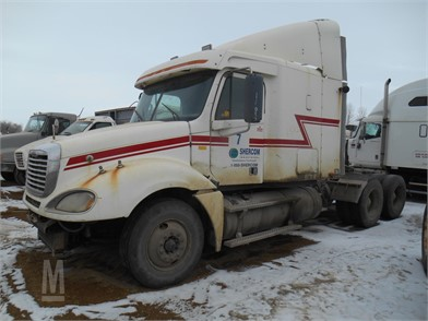 Dismantled FREIGHTLINER COLUMBIA 120 American Tractor Unit With