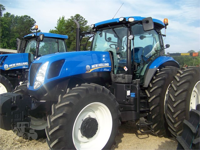 2014 NEW HOLLAND T7 235 For Sale In Fayetteville, North