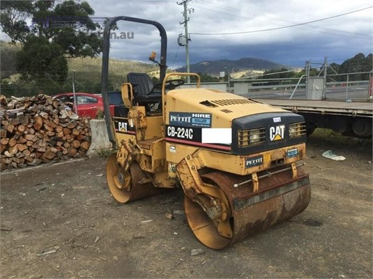 0 Caterpillar CB-224C Heavy Machinery for Sale