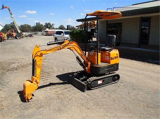 2017 Rhinoceros XN08 - Heavy Machinery for Sale
