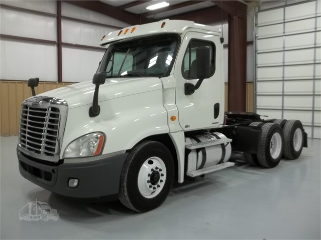 2011 FREIGHTLINER COLUMBIA 120 For Sale In Jackson