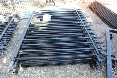 100' POWDER COATED FENCE W/POST & HARDWARE Other Items