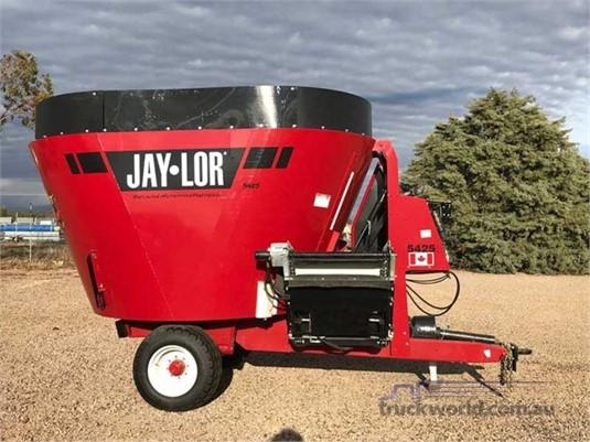 John Deere 5425 Feed/Mixer Wagon