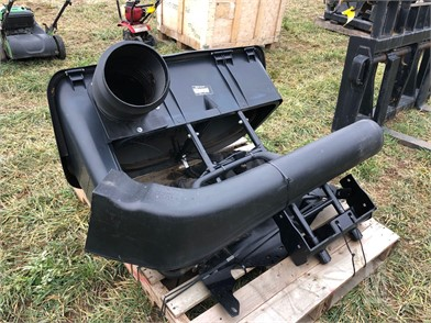 JD GRASS BAGGER ATTACHMENT Other Auction Results - 1