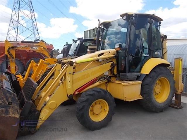 2011 Komatsu WB97R-2 Backhoe Loaders heavy machinery for