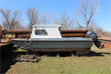 20' ALUMINUM CREW BOAT W/OUTBOARD MOTOR Small Boats Auction