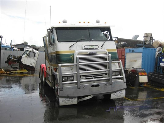 Freightliner FLB - Wrecking for Sale
