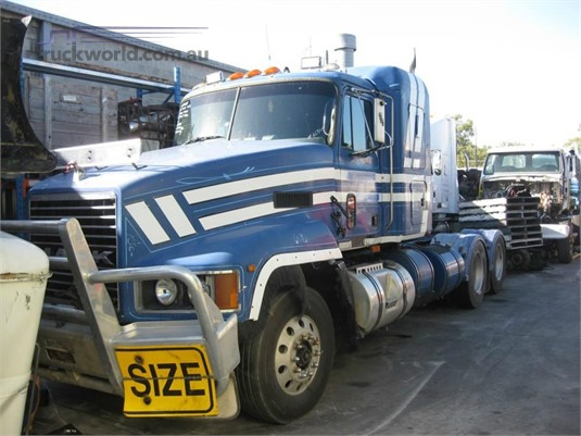 1994 Mack CLR - Wrecking for Sale